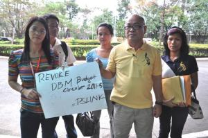 PSLINK affiliates (from NAPEMA and DPWH-NCR Employees Union Federation) trooped to the Civil Service Commission where the PSLMC held its meeting to protest the issuance of DBM Budget Circular 2011-5 curtailing the right to collective negotiations of government workers.